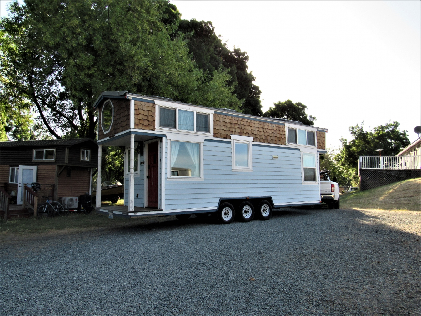 Tiny-House-out-on-G-Row